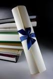 Rolo e livros do certificado Fotografia de Stock