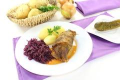 Rolo enchido da carne com cebolas Imagens de Stock