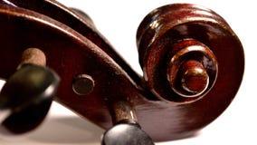 Rolo escuro do violino contra o fundo branco, caixa de letra fotos de stock royalty free
