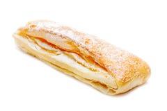 Rolo fresco da pastelaria de sopro isolado no fundo branco Fotografia de Stock