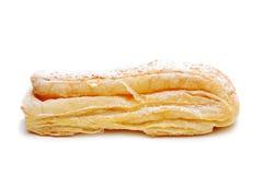 Rolo fresco da pastelaria de sopro isolado no fundo branco Fotos de Stock