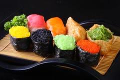 Rolos coloridos do sushi e de sushi Fotos de Stock