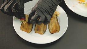 Rolos da beringela do cozinheiro chefe das guloseimas do vegetariano do alimento filme