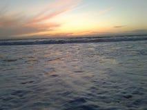 Rolos da maré dentro fotos de stock