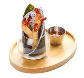 Rolos de mola com camarões imagens de stock