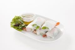 Rolos de mola tailandeses com ervas e camarão Fotos de Stock Royalty Free