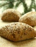 Rolos de pão com sementes de girassol em um despedida Imagem de Stock