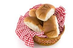 Rolos de pão em uma cesta Imagens de Stock Royalty Free