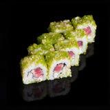 Rolos de sushi com as ovas dos peixes do atum, do pepino e de voo Fotos de Stock Royalty Free