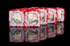 Rolos de sushi com varas e pepino do caranguejo Foto de Stock