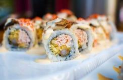 Rolos de sushi da enguia do mar em uma placa Fotografia de Stock