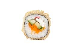 Rolos de sushi japoneses frescos em um fundo branco Foto de Stock Royalty Free