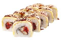 Rolos de sushi japoneses no fundo branco Fotografia de Stock