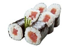 Rolos de sushi japoneses no fundo branco Foto de Stock