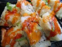 Rolos de sushi japoneses quentes e picantes Fotografia de Stock
