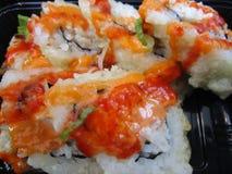 Rolos de sushi japoneses quentes e picantes Foto de Stock