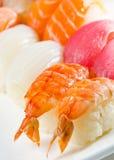 Rolos de sushi japoneses tradicionais. Fotos de Stock Royalty Free