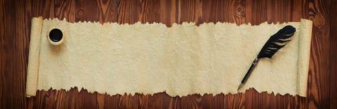 Rolos do papiro com tinta e pena, panorama imagem de stock royalty free