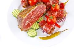 Rolos e pedaço de carne no branco Imagem de Stock