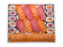 Rolos e sushi japoneses do alimento Imagens de Stock