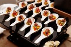 Rolos pequenos da carne assada com vegetais Imagem de Stock Royalty Free