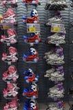 Rolschaatsen in de opslag Stock Foto