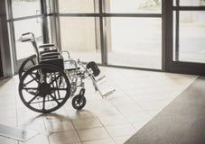Rolstoel in het ziekenhuis stock foto's