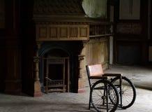 Rolstoel in oud sanatorium Stock Foto's