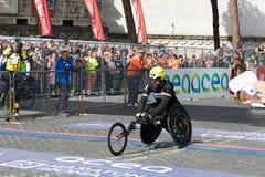 Rolstoelatleet op de afwerkingslijn van de 24ste Marathon van Rome Royalty-vrije Stock Afbeelding