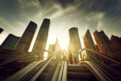 Roltrap in lujiazui financieel centrum van Shanghai Stock Foto's