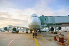 Roltrappen in de luchthaven royalty-vrije stock afbeeldingen