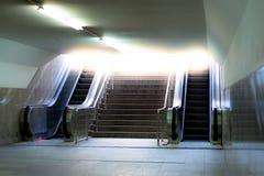 Roltrappen met trap stock afbeelding