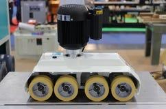 Rolvoeder voor automatische houten scherpe industriële machine royalty-vrije stock fotografie
