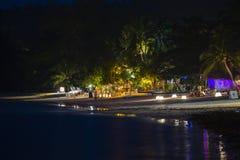 Romântico em uma praia da noite Ilha Koh Phangan, Tailândia Imagens de Stock