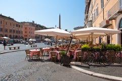 ROM 8. AUGUST: Restaurant auf dem Marktplatz Navona am 8. August 2013 in Rom. Lizenzfreies Stockbild