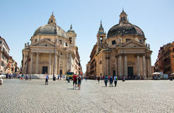 ROM 6. AUGUST: Santa Maria-dei Miracoli und Santa Maria di Montesanto am 6. August 2013 in Rom, Italien. Stockfotos