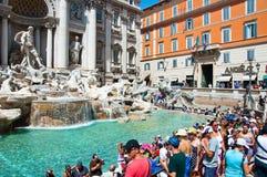 ROM 6. AUGUST: Trevi-Brunnen 6,2013 im August in Rom. Trevi-Brunnen ist ein Brunnen im Trevi-Bezirk in Rom, Italien. Lizenzfreies Stockfoto