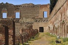 Rom-Forum-Wand-Spalten-Ziegelstein Stockfotografie