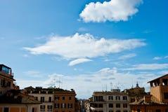 Rom-Frühling bewölkt sich unter dem Spanien-Quadrat in Rom bei Februar stockfoto