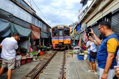 Rom Hub Market (mercado ferroviario de Maeklong) Imagenes de archivo