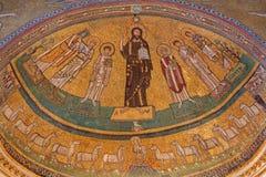 ROM, ITALIEN: Apsismosaik von Christus unter den Heiligen in der byzantinischen Art in der Kirche Basilica di San Marco von den 9 Stockfotografie