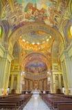 ROM, ITALIEN: Das Kirchenschiff von Kirche Basilikadi Santa Maria Ausiliatrice mit den Freskos Stockbild