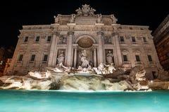 Rom, Italien: Der Trevi-Brunnen nachts Stockfotos