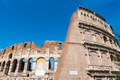 ROM, Italien großer Roman Colosseum Coliseum, Colosseo alias Flavian Amphitheatre Ber?hmter Weltmarkstein Blauer Himmel lizenzfreie stockfotografie