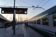 ROM, ITALIEN - 23. JANUAR 2010: Zugplattform an den Endstationen Statio Lizenzfreie Stockfotos
