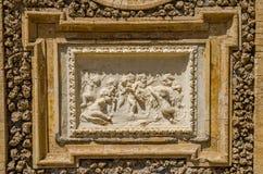ROM, ITALIEN - JULI 2017: Alte Skulpturmalereien auf einem Fragment der Wand im Landhaus Doria-Pamphili in Rom, Italien Stockfotografie