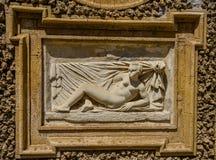 ROM, ITALIEN - JULI 2017: Alte Skulpturmalereien auf einem Fragment der Wand im Landhaus Doria-Pamphili in Rom, Italien Stockbild