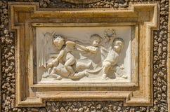 ROM, ITALIEN - JULI 2017: Alte Skulpturmalereien auf einem Fragment der Wand im Landhaus Doria-Pamphili in Rom, Italien Lizenzfreie Stockbilder