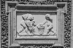 ROM, ITALIEN - JULI 2017: Alte Skulpturmalereien auf einem Fragment der Wand im Landhaus Doria-Pamphili in Rom, Italien Lizenzfreies Stockfoto