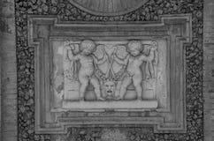 ROM, ITALIEN - JULI 2017: Alte Skulpturmalereien auf einem Fragment der Wand im Landhaus Doria-Pamphili in Rom, Italien Lizenzfreie Stockfotos